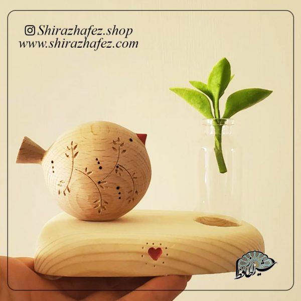 گلدان رو میزی پرنده پیکر تراشی شده روی چوب افرا . خرید آنلاین صنایع دستی چوبی در فروشگاه آنلاین صنایع دستی شیراز حافظ . عرضه کننده محصولات دکوراتیو چوب