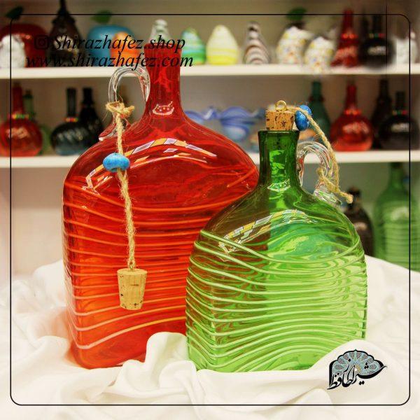 بطری مستطیلی شیشه ای و رنگی . زیبا و قابل استفاده در دکوراسیون اشپزخانه ها و رستوران ها . کاربردی و زیبایی بخش دکوراسیون . مورد تایید سلیقه ی ایرانی .