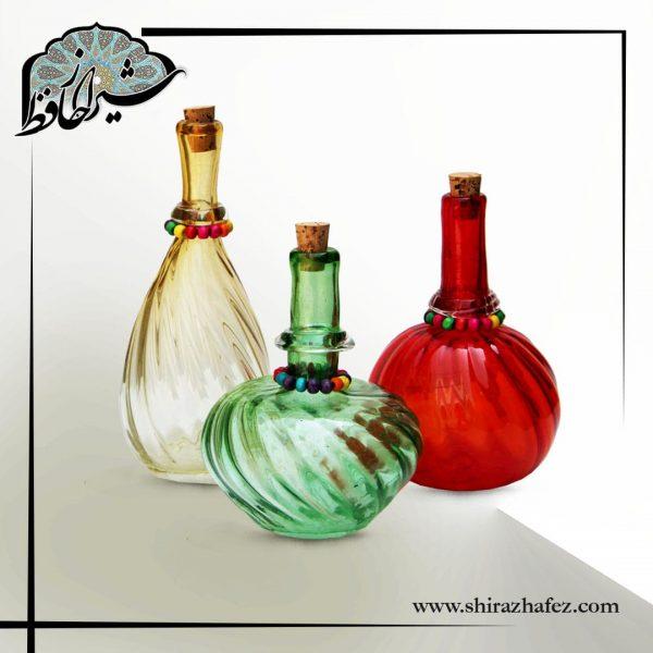 بطری شیشه ای طرح کوزه . رنگی و بسیار زیبا برای استفاده در دکوراسیون و همچنین استفاده ی روزمره . دارای درپوش چوب پنبه . هدیه ای زیبا و خاص .