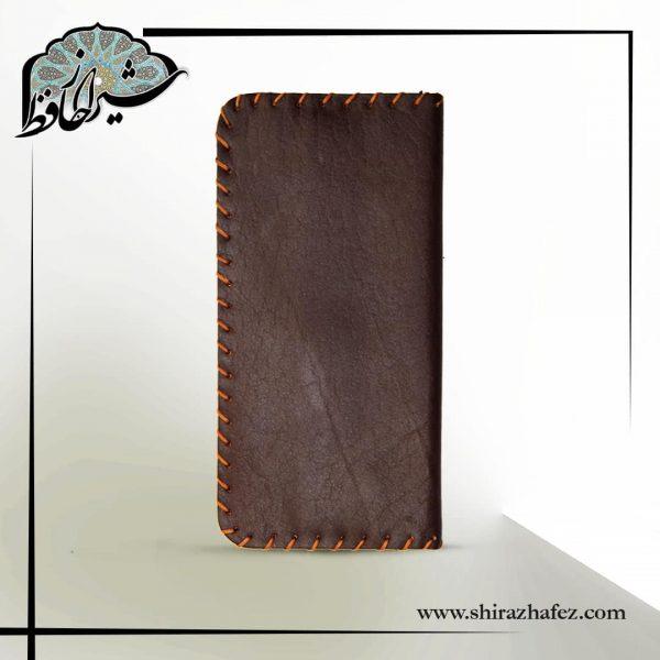 کیف پول چرم ساده . بسیار زیبا و مقاوم . بسیار کاربردی و جا دار . هدیه ای بینظیر و خاص برای دوستان و اشنایان شما . ساده و در عین حال زیبا .