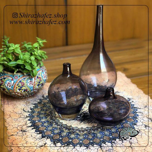ست سالونگ بنفش از جنس شیشه ، یکی از محصولات فروشگاه آنلاین صنایع دستی شیراز حافظ ، که هم جنبه ی زینتی دارد و هم میتواند مورد استفاده قرار بگیرد .