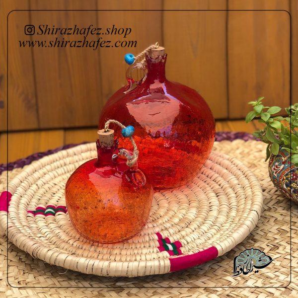 بطری انار کوچک قرمز ساخته شده از شیشه و کریستال ،خرید آنلاین صنایع دستی سرامیکی در فروشگاه آنلاین صنایع دستی شیراز حافظ . عرضه کننده محصولات دکوراتیو شیشه ای