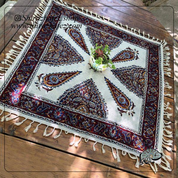 سفره قلم کاری سایز 80×80به عنوان یکی از اصیل ترین محصولات پارچه ای از صنایع دستی شیراز است که از هنرقلم کاری پدید آمده است و امکان خرید آنلاین