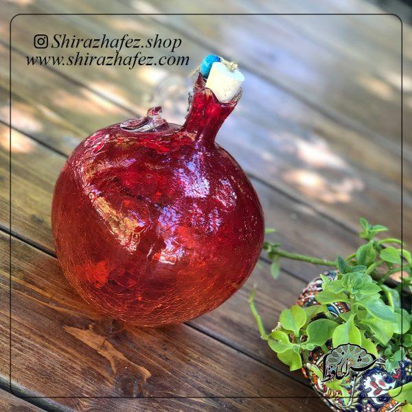 بطری انار متوسط قرمز ساخته شده از شیشه و کریستال ،خرید آنلاین صنایع دستی سرامیکی در فروشگاه آنلاین صنایع دستی شیراز حافظ .عرضه کننده محصولات دکوراتیو شیشه ای
