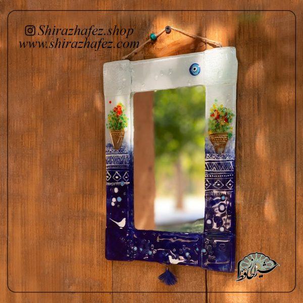 آینه دیوارکوب هم جوشی 09، محصولی فانتزی و زیبا از صنایع دستی ایران که از هنر همجوشی شیشه پدید آمده است .آینه رو میزی همجوشی شیشه از شکل دهی و رنگ آمیزی