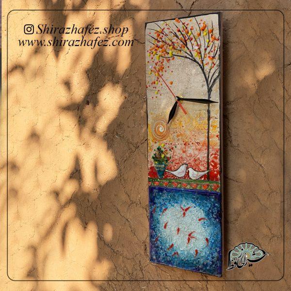 ساعت دیواری هم جوشی کد 02، محصولی فانتزی و زیبا از صنایع دستی ایران که از هنر همجوشی شیشه پدید آمده است .ساعت دیواری هم جوشی کد 02شیشه از شکل دهی