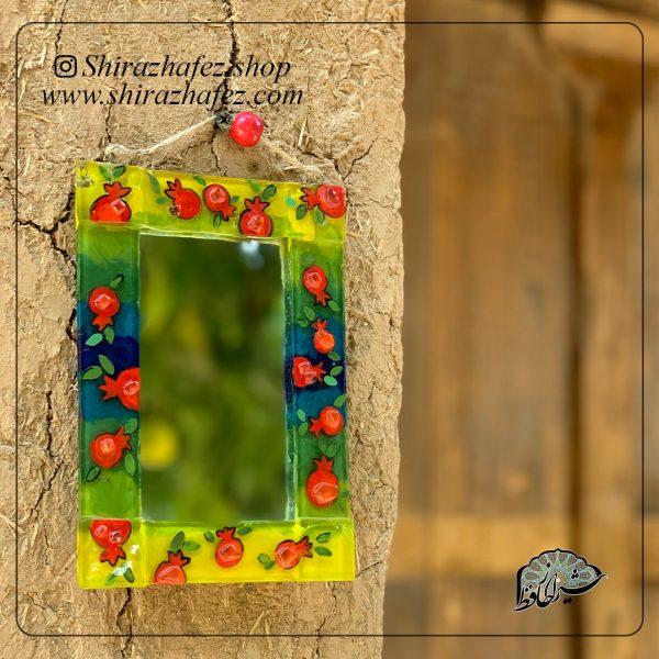 آینه هم جوشی کد 11، محصولی فانتزی و زیبا از صنایع دستی ایران که از هنر همجوشی شیشه پدید آمده است .آینه هم جوشی میتوتن هم به صورت ذیوارکوب و عم رومبزی