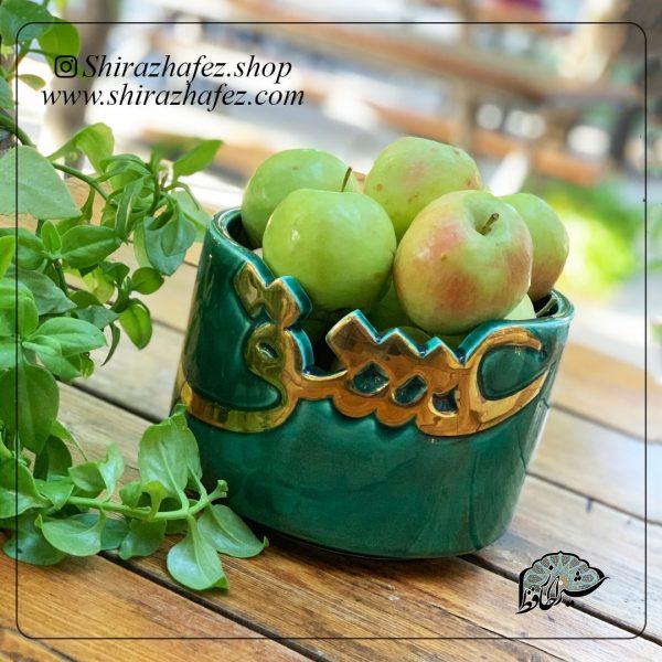 ظروف لاستر طلا(عشق)سبزجنس سرامیک و لعاب دار لاستر طلا کار شده است. یکی از محصولات فروشگاه آنلاین صنایع دستی شیراز حافظ ، که هم جنبه ی زینتی دارد