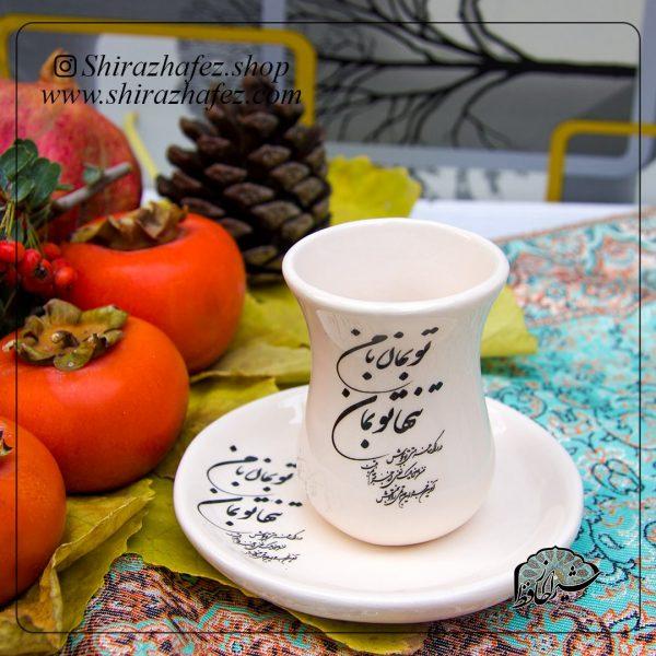 استکان و نعلبکی سیاه مشق از جنس سرامیک و لعاب دار لاستر . منقوش به سبک سیاه مشق یکی از محصولات فروشگاه آنلاین صنایع دستی شیراز حافظ ، که هم جنبه ی زینتی دارد