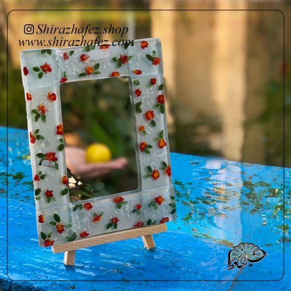 آینه رو میزی همجوشی کد 09، محصولی فانتزی و زیبا از صنایع دستی ایران که از هنر همجوشی شیشه پدید آمده است .آینه رو میزی همجو