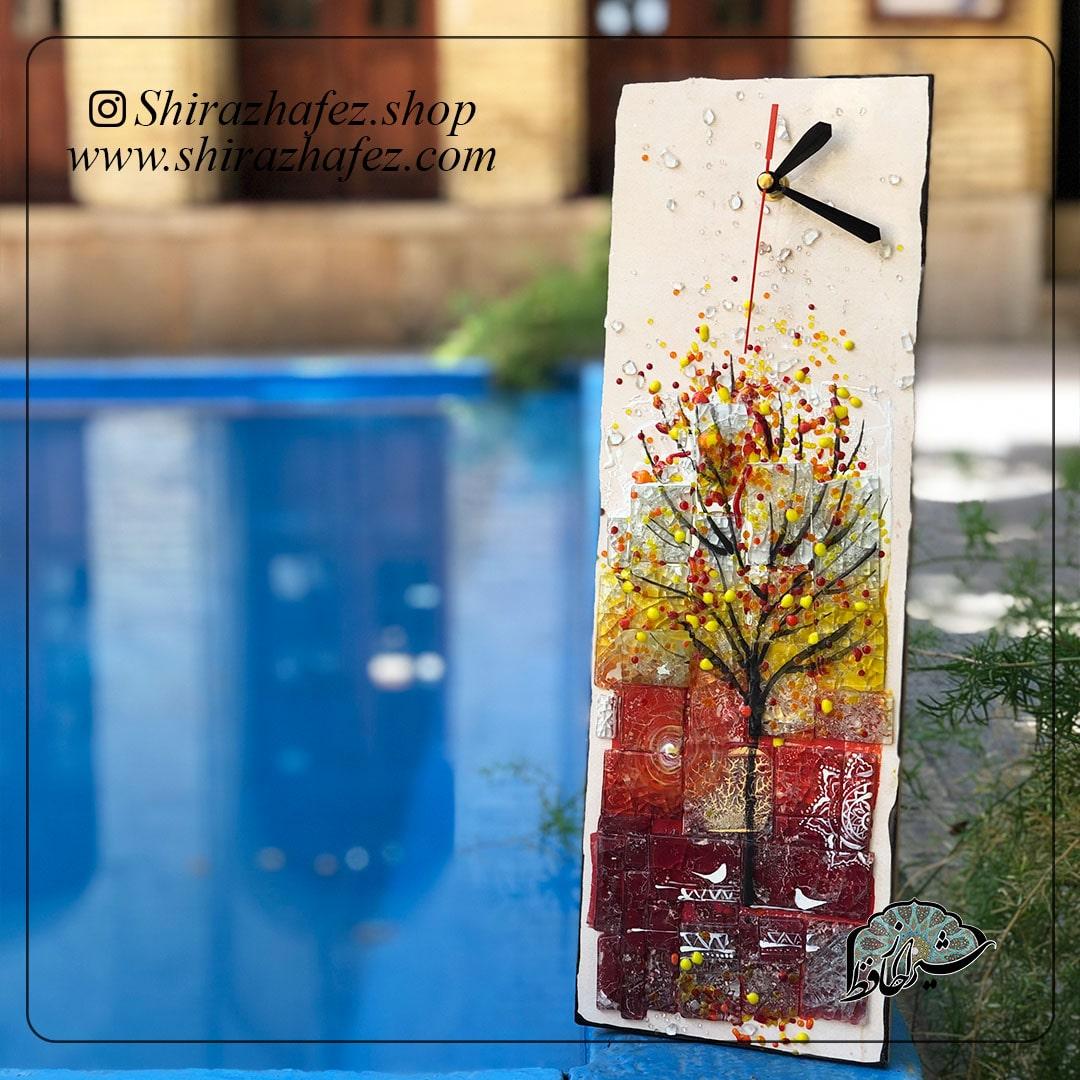 ساعت هم جوشی کد 04، محصولی فانتزی و زیبا از صنایع دستی ایران که از هنر همجوشی شیشه پدید آمده است .ساعت دیواری هم جوشی شیشه از ش