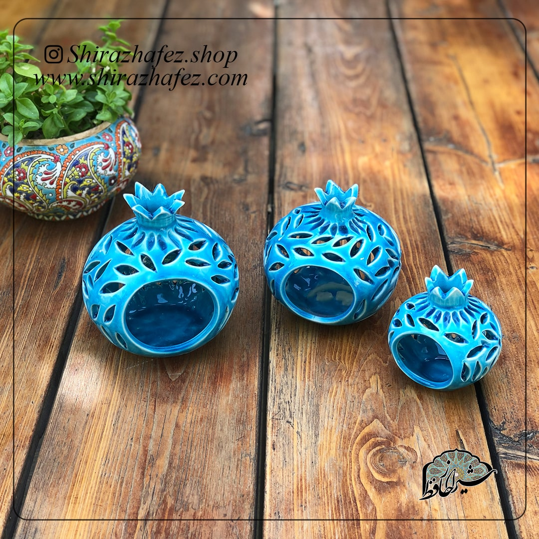 جاشعمی طرح انار کد 02از جنس سرامیک و لعاب دار . یکی از محصولات فروشگاه آنلاین صنایع دستی شیراز حافظ ، که هم جنبه ی زینتی دارد و هم میتواند