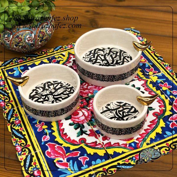 مجموعه 3 عددی کاسه سیاه مشق کد 03از جنس سرامیک و لعاب دار لاستر طلا کار شده است. یکی از محصولات فروشگاه آنلاین صنایع دستی شیراز حافظ