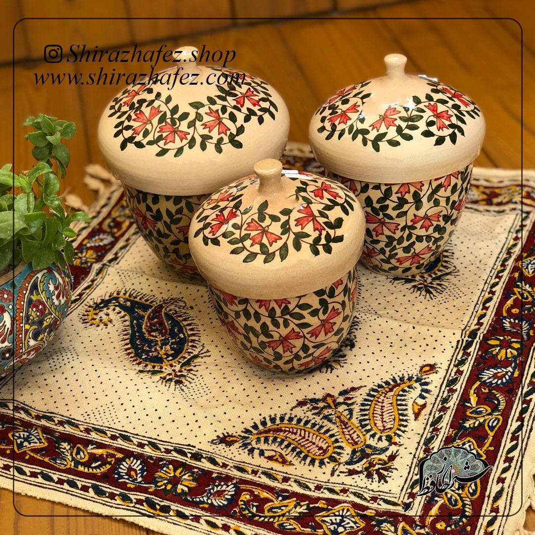 ست بانک های سفالی از جنس سرامیک و لعاب دار . یکی از محصولات فروشگاه آنلاین صنایع دستی شیراز حافظ ، که هم جنبه ی زینتی دارد و هم میتواند