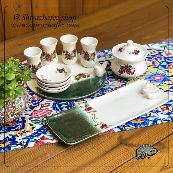 ست چای خوری گل سرخی کد 02از جنس سرامیک و لعاب دار . منقوش به سبک گل سرخی یکی از محصولات فروشگاه آنلاین صنایع دستی شیراز حافظ ، که هم جنبه ی زینتی دارد .