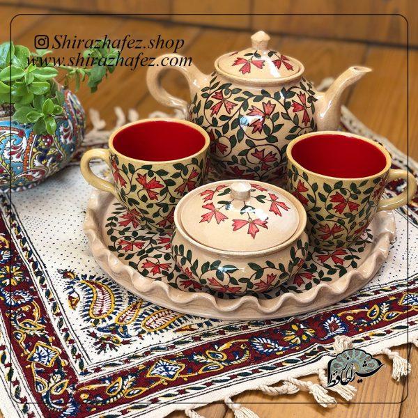 ست چای خوری سفالی از جنس سرامیک و لعاب دار . یکی از محصولات فروشگاه آنلاین صنایع دستی شیراز حافظ ، که هم جنبه ی زینتی دارد و هم میتواند